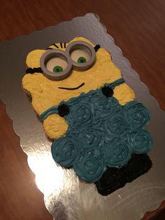 Minion pull-apart cake