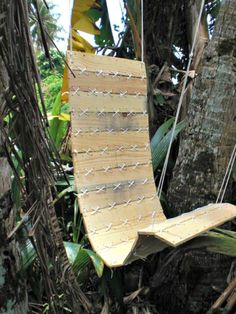 Pallet Hanging Chair - 17 Pallet Chair Plans to DIY for Your Home at No-Cost - DIY & Crafts