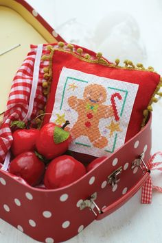 Stitch this free cross stitch chart of a gingerbread man for some Christmas cross stitch cheer! Designed by Jayne Schofield this free cross stitch chart is a cracker!