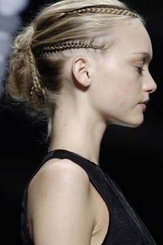Hair Styles 2018 Gemma Ward Rochas S/S 2006 RTW braid Discovred by : Byrdie Beauty Braided Hairstyles, Cool Hairstyles, Wedding Hairstyles, Blonde Hairstyles, Dreads, Hair Inspo, Hair Inspiration, Chignon Simple, Runway Hair