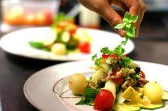 Lucky Leek - Vegan gourmet in Berlin Berlin, Vegan Restaurants, Fine Dining, Potato Salad, Vegan Recipes, Vegetarian, Diet, Meals, Ethnic Recipes