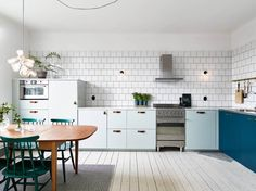 Kitchen in mint and petrol