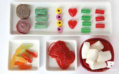 Enseñamos a crear un plato divertido de sushi con golosinas de diferentes tipos, sabores y colores. Ideal para celebrar el cumpleaños de tu hijo.