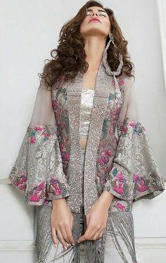 Wedding Photos Indian Lehenga Saree Ideas For 2019 Indian Lehenga, Lehenga Sari, Lehenga Blouse, Trendy Dresses, Nice Dresses, Casual Dresses, Fashion Dresses, Short Dresses, Dress Indian Style