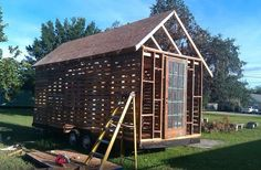 Pallet House Plans | Patrick's Pallet House on Wheels | Tiny House Design