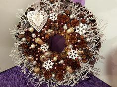 Pinecone wreath Pinecone, Christmas Wreaths, Halloween, Holiday Decor, Home Decor, Christmas Garlands, Homemade Home Decor, Pine Cone, Holiday Burlap Wreath