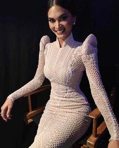 Pia Wurtzbach Wears Custom Modern Filipiniana Dress From Lian Martin Lovely Dresses, Elegant Dresses, Michael Cinco Couture, Modern Filipiniana Dress, Filipino Fashion, Casual Chique, Girls Dresses, Prom Dresses, African Dress