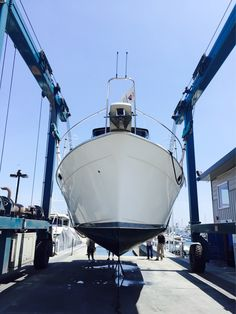 #Powerboat haul out for survey in #SanDiego #California #cruisingyachts #IVTYachtSales