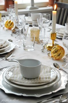 nyarsdukn 2 Gold Christmas, Christmas Inspiration, Table Settings, China, Place Settings, Porcelain Ceramics, Porcelain
