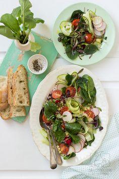 Wiosenna sałatka warzywna z kaszą jaglaną i sosem z czosnkiem i musztardą. Spring Salad, Chilli, Pasta Salad, Salads, Clean Eating, Restaurant, Ethnic Recipes, Blog, Crab Pasta Salad