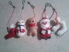 Felt Christmas decoration, 2013. Origilal Socks, Snowman, Gingerbread Boy and Santa: https://www.etsy.com/it/listing/88835369/impostare-feltro-peluche-natale  Skate: http://notquitevintage.typepad.com/not_quite_vintage/2007/12/grams-skate-orn.html