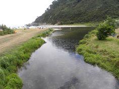 Playa de San Pedro, desembocadura del río Esqueiro