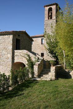 Borgo di Carpiano: foto del borgo medievale tra le colline di Gubbio in Umbria