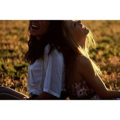 best friend picture idea  @Tanya Knyazeva Knyazeva Nelmes--> for the shoot?
