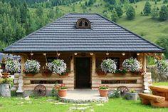 Casa Baciu in Pârjota, Bucovina, Ro. More info on our region Bucovina at www.discoverbucovina.info Cottage House Designs, Cottage Homes, Beautiful Homes, Beautiful Places, Kerala Houses, Wooden House, Design Case, Traditional House, Gazebo