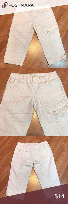 "Aeropostale Capri Jeans Great condition. No flaws. Inseam 18.5"" Size 7/8 Aeropostale Pants Capris"