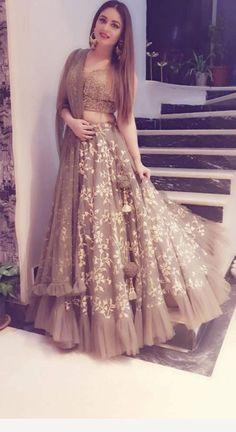 Lehenga for Women: Buy Lehenga Choli Online in India at Cheapest Price Indian Fashion Dresses, Indian Bridal Outfits, Indian Gowns Dresses, Dress Indian Style, Indian Designer Outfits, Indian Wedding Gowns, Shadi Dresses, Indian Fashion Trends, Indian Wear