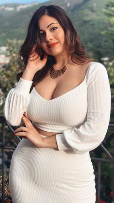 Beautiful Girl Photo, Beautiful Girl Indian, Most Beautiful Indian Actress, Gorgeous Women, Curvy Girl Outfits, Curvy Women Fashion, Look Fashion, Mode Du Bikini, Curvy Girl Lingerie