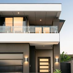 Sleek and elegant modern lines make for an impressive facade for this renovation by Hamptons Style Homes, Hamptons House, Australian Architecture, Architecture Design, Case Study Design, External Cladding, Flat Ideas, Wall Cladding, Modern Buildings