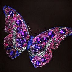 Brooches Jewels : JAR Butterfly brooch with rubies amethysts sapphires and diamonds. Jar Jewelry, Insect Jewelry, Butterfly Jewelry, High Jewelry, Animal Jewelry, Jewelery, Prom Jewelry, Hippie Chic, Purple Butterfly