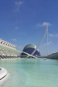 """Im September habe ich drei Tage in Valencia und vier Tage in Barcelona verbracht. Von meinem Aufenthalt in Valencia möchte ich dir heute gerne berichten und dir ein paar Empfehlungen und Tipps mit auf den Weg geben. Ursprünglich hatte ich die Reise zusammen mit einer Freundin gebucht, die aber leider berufsbedingt absagen musste. Daher kam … """"Valencia: 10 Empfehlungen für deine Städtereise"""" weiterlesen"""