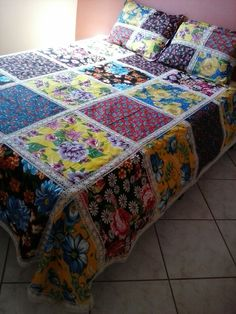Ideas Crazy Quilting Projects Wall Hangings For 2020 Crazy Quilting, Big Block Quilts, Quilt Blocks, Quilting Projects, Sewing Projects, Modern Log Cabins, Baby Rag Quilts, Hexagon Quilt, Patch Quilt