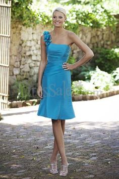 if this was a lighter blue, these would be THE PERFECT Bridesmaid dresses!