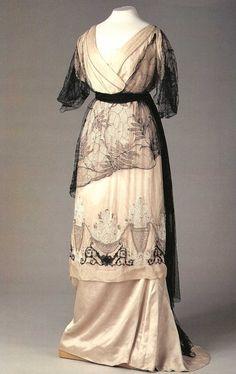 Dress worn by Empress Alexandra in pre war style