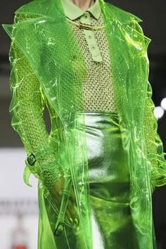 Christian Cowan Ready To Wear Fall Winter 2018 New York Neon Green, Green Colors, Green Fashion, High Fashion, Vetement Fashion, Looks Style, Shades Of Green, Favorite Color, Green Day
