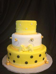 A bee birthday cake!