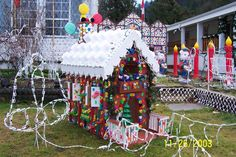 Created for you here are a couple of ideas for HOMEMADE OUTDOOR CHRISTMAS DECORATIONS.
