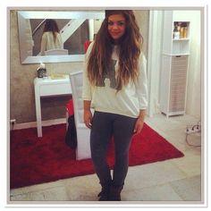 Instagram media univers_costa - #infos caro seras a Beaugrenelles paris le 6 décembre pour une séance de dédicace ❤❤ bon moi je vais devoir négocier avec ma maman d'amour haha bisous et bous ( infos de @joy_rgbl merci ma bellr )
