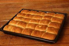 Na vlastní kůži: Jak nás pekař Zdeněk naučil fantastické… | Kafe.cz Croissants, Griddle Pan, Butcher Block Cutting Board, Hot Dog Buns, Waffles, Food And Drink, Bread, Dishes, Baking