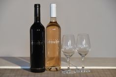Boîte cadeau Romance spéciale St Valentin - Vin de Provence 1 bouteille rose de Provence, 1 bouteilles rouge de Provence et 2 verres de dégustation