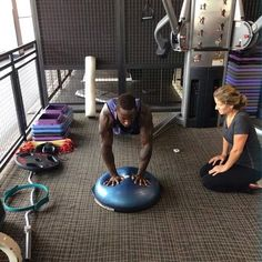 There are many times in your life that you might want to have the help of a personal trainer, and doing aerobic exercise is certainly one of those times Bosu Workout, Workout Routines, Ball Workouts, Health And Physical Education, Bosu Ball, Work Motivation, Boot Camp, Aerobics, Personal Trainer