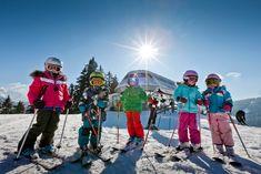 Die Kinder haben sichtlich Spaß beim Skifahren in Filzmoos