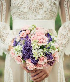 El ramo de novia se elije con base a la complexión de la novia ¿La razón? En mi blog http://elblogdemariajose.com/elegir-el-ramo-de-novia/ #bodas #elblogdemaríajosé #ramonovia