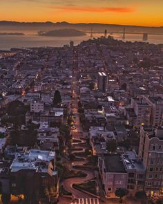 Lombard St San Francisco by Chris Henderson @independentcbh by photoblog.sanfranciscofeelings.com sanfrancisco sf bayarea alwayssf goldengatebridge goldengate alcatraz california