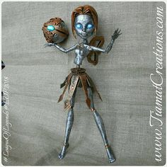 Orianna inspirée du jeu League of legends OOAK Monster High New Monster High Dolls, Monster High Custom, Monster High Repaint, Ooak Dolls, Barbie Dolls, Steampunk Dolls, League Of Legends, Poppy Parker, Doll Painting