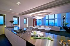 Glimmering Glass Penthouses - These Luxurious Penthouses in Tel Aviv are a Couple's Dream (GALLERY)