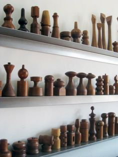 Wooden pepper mills! They are like little mini sculptures. And I love the way they are displayed on these narrow shelves!