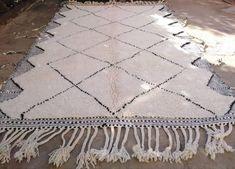 Tapis benie ouarain 100% laine vierge 250/180 disponible sur etsy Artisanal, Decoration, Bohemian Rug, Etsy Seller, Rugs, Store, Budget, Decor, Farmhouse Rugs