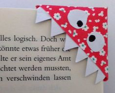Einfache Bastelanleitung für Lesezeichen-Monster  #bastelanleitung #einfache #lesezeichen #monster Origami Easy, Monster, Cards, Word Reading, Marque Page, Craft Tutorials, Easy Origami, Maps