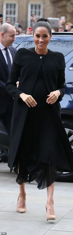 31 January 2019 - Meghan visits ACU (Association of Commonwealth Universities) for the first time as Patron - coat by Givenchy, shoes by Stuart Weitzman Meghan Markle, Commonwealth, Nude Court Shoes, Remembrance Sunday, Prince Harry And Meghan, Princess Meghan, Princesa Diana, Prince Harry, Duke