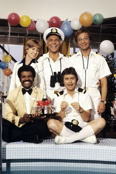 Growing up this was the show I wanted to be on (pre Vicki). The Love Boat. - I was on the cusp of being old enough to go out, but not old enough yet and I so remember watching and loving this show. this show made me want to take a cruise. 70s Tv Shows, Old Shows, Great Tv Shows, Childhood Tv Shows, My Childhood Memories, Cinema Tv, Love Boat, Oldschool, Tv Reviews