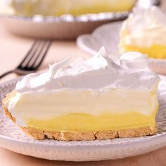 Easy No Bake Lemon Pudding Cream Pie is amazingly delicious and simple to prepare using premade Graham Cracker Pie crust, instant lemon pudding mix, half and half, Cool Whip and fresh lemon! Prepared in under 30 minutes with only five ingredients! Cool Whip Pies, Cool Whip Desserts, Fluff Desserts, Lemon Desserts, Easy Desserts, Delicious Desserts, Cold Desserts, Pudding Desserts, Lemon Pudding Recipes