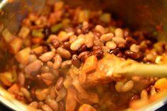 Madgudinden: Chili Sin Carne med Avocado/Squash Guacamole og Kastanjepandekager