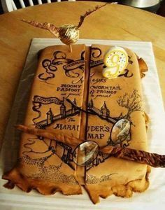 Harry Potter Marauder's Map cake- I solemnly swear that I am up to no good. i am probably more obsessed with Harry Potter than I should be Gateau Harry Potter, Harry Potter Fiesta, Cumpleaños Harry Potter, Harry Potter Birthday Cake, Harry Potter Marauders Map, The Marauders, Harry Potter Theme Cake, Harry Potter Cupcakes, Creative Cakes