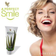 Niezwykle efektywnie i dokładnie czyści powierzchnię zębów; Nie zawiera żadnych materiałów ścierających szkliwo; Dzięki naturalnym właściwościom bakteriostatycznym zapobiega osadzaniu się płytki nazębnej; Pomaga zwalczać stany zapalne i infekcje grzybiczne w jamie ustnej; Wzmacnia i chroni dziąsła; Daje efekt długotrwałej świeżości; Delikatnie rozjaśnia powierzchnię szkliwa