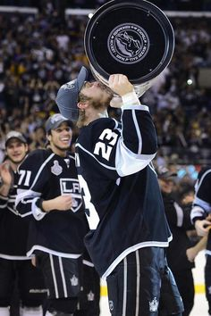 L.A Kings Dustin Brown holding the Stanley cup